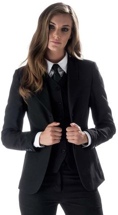 Mädchen gekleidet formal im dreiteiligen Hosenanzug mit weißem Hemd und Krawat… Girl dressed formally in three-piece pants suit with white shirt and tie black jacket, white BBrit Chic: Mit Schirm, ChThere is 1 tip to buy jea Tomboy Fashion, Fashion Mode, Suit Fashion, Work Fashion, Fashion Outfits, Womens Fashion, Androgynous Fashion Women, Formal Fashion, Fashion Ideas