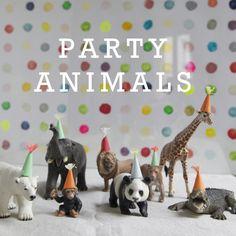Me ha encantado esta idea tan original. Todos los animales están invitados al cunpleaños! y por supuesto todos llevan el gorro de la fies...