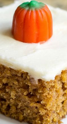 My mom's famous Pumpkin Bars recipe slathered in the best cream cheese frosting! These will be your new favorite and the only fall dessert you need! Fall Desserts, Just Desserts, Delicious Desserts, Dessert Recipes, Drink Recipes, Pumpkin Cake Recipes, Pumpkin Dessert, Pumpkin Dishes, Easy Pumpkin Bars
