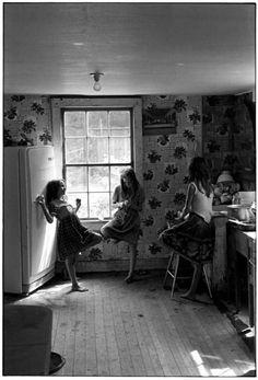 Three girls in kitchen. Leatherwood, Kentucky, by William Gedney 1964.