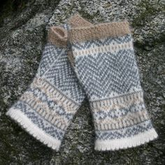 Ladies' Chevron Fingerless Mittens. Knit in Dale Garn Alpakka 100% alpaca yarn.