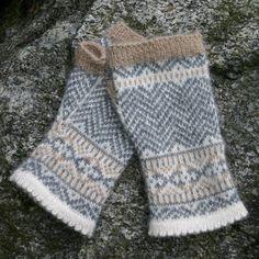 Ladies' Chevron Fingerless Mittens. Knit in Dale Garn Alpakka 100% alpaca yarn.