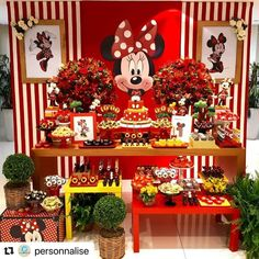 Mickey e Minnie Minnie Mouse Christmas, Red Minnie Mouse, Minnie Mouse Baby Shower, Christmas Birthday, Mini Mouse First Birthday, Minnie Mouse Birthday Cakes, Girl First Birthday, Fiesta Decorations, Balloon Decorations