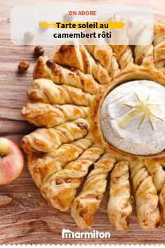 We love this pie recipe in the shape of a sun, simple fast and super good, with this perfect marriage between camembert and apple! Camembert Roti, Camembert Cheese, Dip Recipes, Entrees, Roast, Food Porn, Brunch, Food And Drink, Snacks