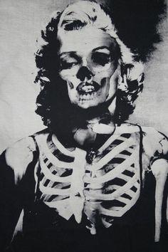 Marilyn-Monroe-half-skeleton.jpg 500×750 pixels