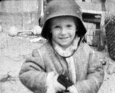 Zobacz nieznany dotąd film z Powstania Warszawskiego Ww2 Reenactment, Warsaw Ghetto Uprising, Poland Ww2, Poland History, Retro, World War Two, Historical Photos, Troops, Wwii