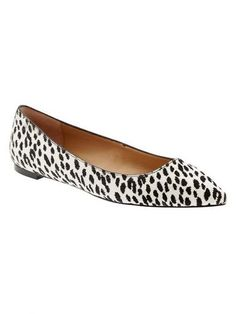 obsessed with these black and white animal print flats Flat Shoes Outfit, Mules Shoes Flat, Shoes Flats Sandals, Flat Sandals, Animal Print Flats, Big And Tall Outfits, Fall Fashion 2016, Shoes Too Big, Black And White Shoes