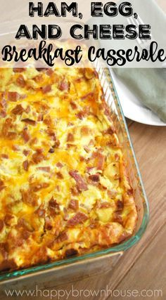 Recipes Breakfast Casserole Have leftover holiday ham? This Ham, Egg, and Cheese Breakfast Casserole recipe is perfect for Christmas brunch. Make it the night before, and pop it in the oven while you open Christmas presents with the family Breakfast Desayunos, Breakfast Items, Breakfast Dishes, Ham Breakfast Casserole, Egg Bake Casserole, Ham Egg Bake, Egg Bake With Bread, Egg Dishes For Brunch, Egg Recipes For Breakfast