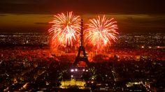 #Fireworks above the #Eiffel tower, #Paris. Feu d'artifice du 14 juillet 2011 sur le sites de la Tour Eiffel et du Trocadéro à Paris vu de la Tour Montparnasse