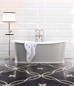 Le style Art déco apporte classe et originalité à la salle de bains. Découvrez nos 5 conseils pour adopter le style Art Déco dans votre salle de bains. Best Bathroom Flooring, Bathroom Floor Tiles, Bathroom Furniture, Bathroom Interior, Wall Tiles, Subway Tiles, Design Bathroom, Budget Bathroom, Small Bathroom