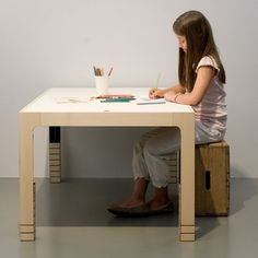 "Desk ""one fits all"" designed by Benjamin Keller"