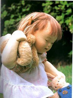 """Bonjour vous tous ! Connaissez-vous Tazuko Hayano ? C'est une artiste japonaise, née en 1927. Les poupées qu'elle crée sont entièrement en tissu, le visage est réellement """"sculpté"""" à l'aiguille ! P..."""