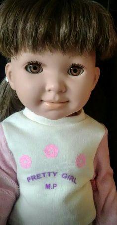Muñeca Miyo castaña, de nuestra colección. Tenemos proyectos, pero mi madre con su enfermedad, no puede hacer más. Ya habrá tiempo.