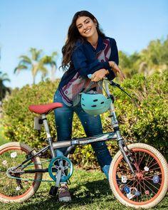 Los días que necesito pensar o distraerme, tomo mi bicicleta y salgo a ver las calles, imagino un mundo de colores y sonrío.. #love #bia #disney #binuel Gilmore Girls, Disney Channel, Beautiful Series, Most Beautiful, Female Cyclist, Cycle Chic, Bicycle Girl, Poses, Girls Dp