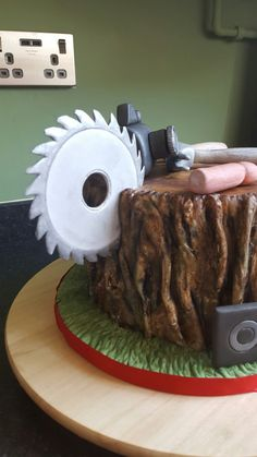 Carpenter's cake with flowerpaste tools