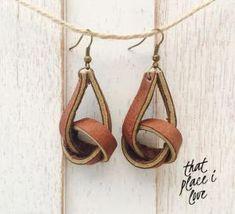 by manuela - Diy Jewelry Crafts Club Diy Earrings, Leather Earrings, Leather Jewelry, Leather Craft, Beaded Jewelry, Handmade Jewelry, Diamond Earrings, Diy Schmuck, Schmuck Design