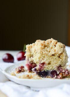 Queque de berries con cubierta crunchy