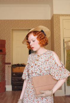 Mariannes amazing finger waves... Fintage Fashion Show: Bare shoulders