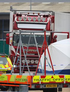 Police activity at the Waterglade Industrial Park in Grays, Essex, after 39 bodies were found inside a lorry container on the industrial estate. via @AOL_Lifestyle