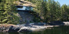 HENGENDE HUS: Dette huset i Canada henger drøye ti meter over vannoverflaten.