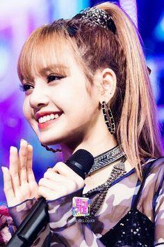 Lalisa Manoban: Interesting Facts About The Thai Princess Of Blackpink Lisa Black Pink, Black Pink Kpop, Kpop Girl Groups, Korean Girl Groups, Kpop Girls, Kim Jennie, Forever Young, Divas, Lisa Blackpink Wallpaper