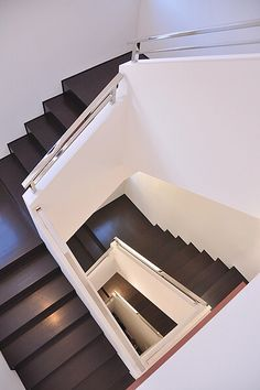 Choose the wood and railings of your choice. Let Kavin Construction do the installation for you.