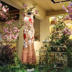 f02adf5fde7  lindelepalais scent of spring. Discover our woman store. The 4