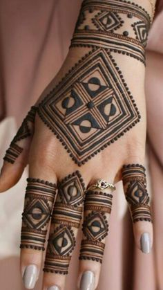 Mehndi henna designs are always searchable by Pakistani women and girls. Women, girls and also kids apply henna on their hands, feet and also on neck to look more gorgeous and traditional. Finger Henna Designs, Henna Art Designs, Mehndi Designs For Girls, Mehndi Designs 2018, Stylish Mehndi Designs, Dulhan Mehndi Designs, Mehndi Designs For Fingers, Wedding Mehndi Designs, Mehndi Design Pictures