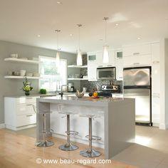 Armoire blanche thermoplastique, comptoir de cuisine quartz: