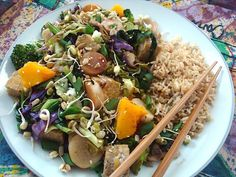 Macrobiotic stir-fry, I would adjust this recipe to remove the mushrooms and add in tofu. And a great peanut sauce. Good Healthy Snacks, Diet Snacks, Easy Healthy Breakfast, Healthy Chicken Recipes, Raw Food Recipes, Diet Recipes, Healthy Eating, Cooking Recipes, Macrobiotic Recipes