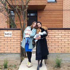 Iness Tsvetkova в Instagram: «а это мы с @alenakunda с нашими девчулями в их новом домике☺️ и как же быстро летит время,ведь вроде бы совсем недавно мы познакомились и обсуждали все эти планы на будущее,которое оказалось так близко #littlepumpkinTSV»