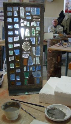 Mosaïque en dalle de verre - Maison de la Mosaïque Contemporaine Mosaic Art, Mosaic Glass, Glass Art, Modern Stained Glass, Stained Glass Windows, Concrete Forms, Faceted Glass, Ceramic Art, Color Mixing