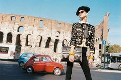 Anche se la protagonista della campagna è la modella polacca Kasia Struss, sono le bellezze italiane a trionfare nella campagna pubblicitaria di Moschino per la primavera estate 2012: le immagini scattate da Juergen Teller, infatti, ritraggono, sullo sfondo, la silhouette inconfondibile del Colosseo, a Roma. Sulla strada, invece, è immortalata una vecchia 500 modello storico che la Fiat ha rieditato con successo di recente.