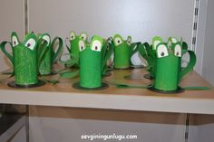 frog from the roll paper, kids activity Rolled Paper, Activities For Kids, Planter Pots, Mugs, Tableware, Dinnerware, Cups, Kid Activities, Dishes