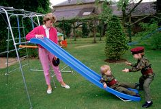 Later playing in the garden (1986). | 15 Sweet Photos Of William And Harry When They Were Little