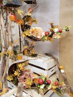 Idea composizione autunnale decorativa da appendere. Un'altra Idea vetrina online, originale e creativa, per la stagione autunnale. Scopri le più belle idee vetrina e acquista online tutto l'occorrente per realizzarle.
