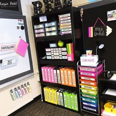 Teachers curriculum - I love this area of my classroom Everything has a home All of the things behind my small group table are the items I need at my… Classroom Layout, 3rd Grade Classroom, Special Education Classroom, Kindergarten Classroom, Classroom Design, School Classroom, Classroom Themes, Future Classroom, Classroom Organisation Primary