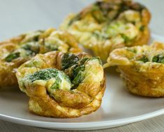 Gluten free and packed with broccoli for a healthy addition to your daily snack. These little muffins will fill you up and keep you satisfied! Keto Recipes, Vegetarian Recipes, Salmon Burgers, Cheddar, Baked Potato, Quiche, Broccoli, Main Dishes, Muffins