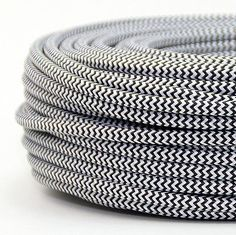 Textilkabel-schwarz-weiss-Zick-Zack-2-adrig-Lampen-Kabel-Stromkabel-Elektrokabel