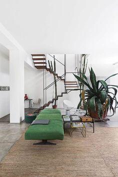 minimalism meets industrial chic in a Milanese loft Loft Interior, Modern Interior, Interior Architecture, Contemporary Architecture, The Loft, Vide Poche Design, Modern Industrial Decor, Industrial Loft, Industrial Design