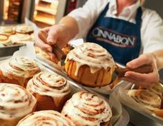 Images and videos of Cinnabon Pitaya, Good Food, Yummy Food, Cinnabon, Galette, Quick Recipes, Sweet Bread, Cinnamon Rolls, Delicious Desserts