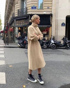 Find images and videos about moda, outfits and street style on We Heart It - the app to get lost in what you love. Jumper Dress, Knit Dress, Turtleneck Dress, Mode Dope, Moda Fashion, Womens Fashion, How To Look Expensive, It Bag, Winter Looks
