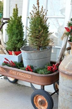 Vintage Decor Rustic Christmas on the Front Porch. Vintage Christmas decor ideas for your front porch. - Vintage decor beautifully styled Christmas on the front porch. See how an old Greyhound wagon is used in this simple outdoor Christmas display! Farmhouse Christmas Decor, Primitive Christmas, Country Christmas, Christmas Home, Christmas Holidays, Holiday Decor, Christmas Front Porches, Porch Christmas Tree, Vintage Christmas Crafts