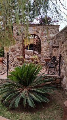 Fachada Colonial, House Plans, Room Decor, Backyard, Cottage, Rustic, Outdoor Decor, Jazz, Bee