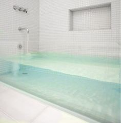 Mermaid tank bath tub is the best thing ever. Glass Bathtub, Cream Bathroom, Bathroom Sinks, Downstairs Bathroom, Dream Bath, Minimalist Bathroom, Bath Design, Design Design, Bathroom Renovations