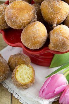 szybkie pączki na jogurcie greckim Cookie Recipes, Snack Recipes, Dessert Recipes, Snacks, First Communion Cakes, Good Food, Yummy Food, Sweets Cake, Food Videos