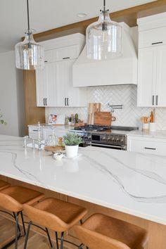 Kitchen Redo, Home Decor Kitchen, New Kitchen, Home Kitchens, Condo Kitchen Remodel, White Oak Kitchen, Small White Kitchens, Traditional White Kitchens, White Kitchen Interior