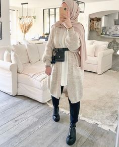 Long Cardigans With Hijab Fashion - image@luciie.nour - Get Inspiration On Chunky Cardigan With Hijab Style, Long Open Cardigans For Spring, Long Open Cardigans Summer, Long Open Cardigans Work Outfits, Hijab Fashion With Cosy Knitwear, Black Open Cardigans , White Open Long Cardigans And Much More. #hijab #hijabfashion #hijaboutfit #longcoats #modestoutfit #chunkyknit Fashion Themes, Fashion Design, Hijab Collection, Hijabi Girl, Bohemian Look, Jeans And Sneakers, Open Cardigan, Modest Outfits, Hijab Fashion