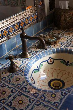 Spanish style homes – Mediterranean Home Decor Spanish Style Bathrooms, Spanish Style Homes, Spanish House, Casa Loft, Mexican Home Decor, Bathroom Styling, House Rooms, Bathroom Interior, Home Interior Design