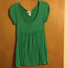Woman's size M Cute short sleeve shirt, size woman's M, no holes or tears Cable & Gauge Tops